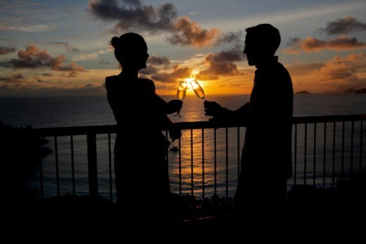Stock Photo: 1598R-10083429 Couple drinking champagne front of the sunset