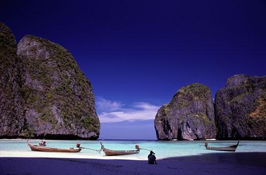 Stock Photo: 1598R-109907 Boats on an Island Beach, Thailand