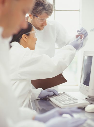 Chemists working in laboratory : Stock Photo