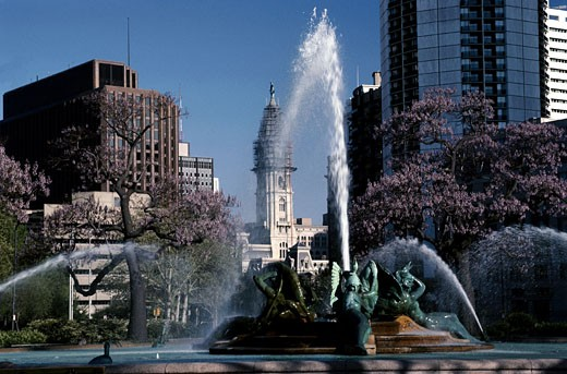Stock Photo: 1598R-165039 Fountain in Philadelphia, Pennsylvania