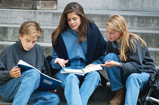Stock Photo: 1598R-167809 Students studying at stairs