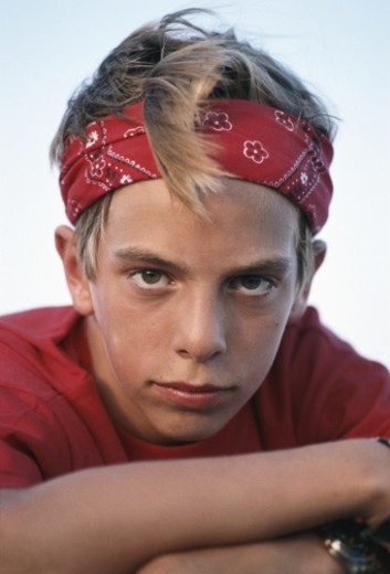 Stock Photo: 1598R-180210 Boy (10-11) with arms crossed, close-up