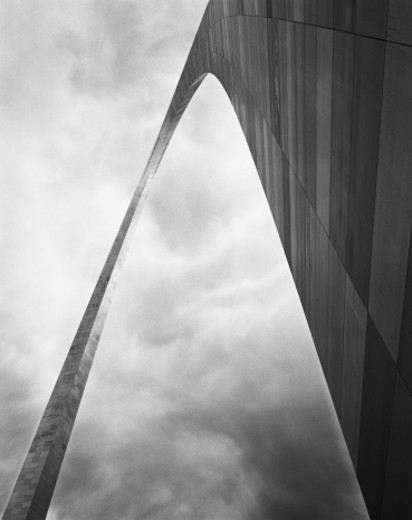 USA, Missouri, St. Louis, Gateway Arch (B&W) : Stock Photo