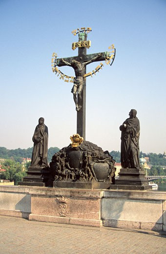 Low angle view of a cross and statues, St. Vitus Cathedral, Charles Bridge, Prague, Czech Republic : Stock Photo