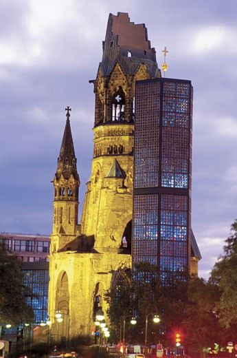 Low angle view of the Kaiser Wilhelm Memorial Church, Kurfurstendamm, Berlin, Germany : Stock Photo