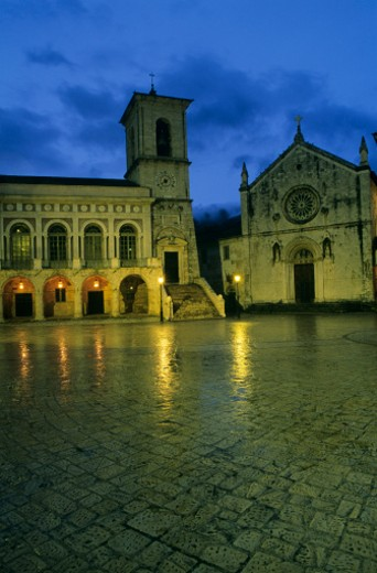 Stock Photo: 1598R-226460 Italy, Umbria, Norica, Piazza San Benedetto at night