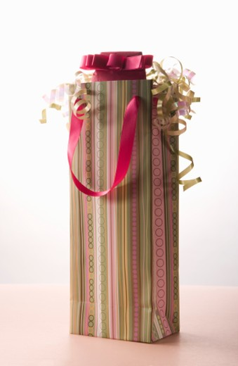 Stock Photo: 1598R-238280 Striped bottle gift bag, close-up
