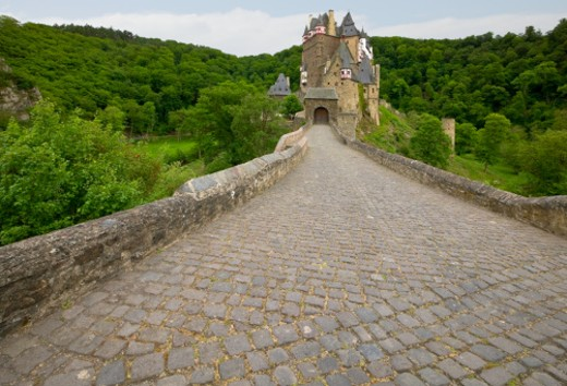 Germany, Burg Elitz, pathway to mediaeval fortress : Stock Photo