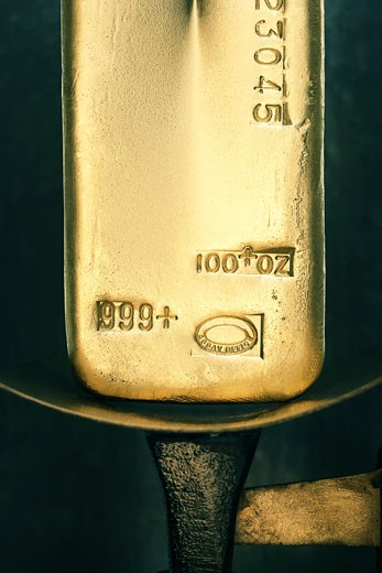 Gold ingot on weight scale : Stock Photo