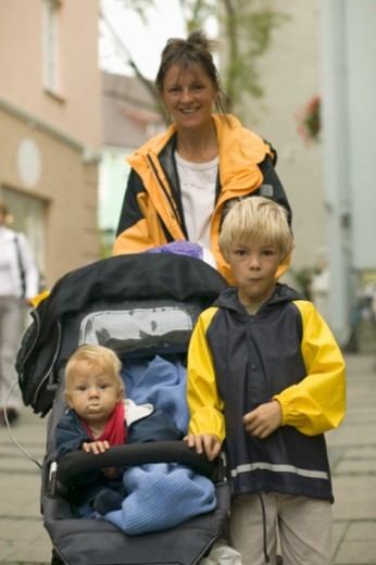 Mother with children (18-24 months) (6-7) posing on promenade, portrait : Stock Photo