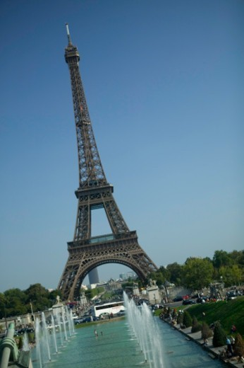 Stock Photo: 1598R-259515 Eiffel Tower and fountains, Paris, France