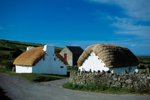 Cottages with thatched roofs, Cregnesh, Isle of Man, British Isles : Stock Photo