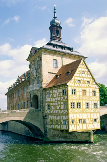 Stock Photo: 1598R-52412 Germany, Bavaria, Bamberg, Old City Hall over river