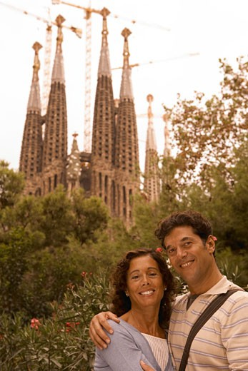 Stock Photo: 1598R-9942565 Couple in front of Sagrada Familia Cathedral, Barcelona, Spain