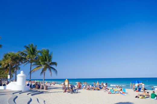 Stock Photo: 1598R-9948652 USA, Florida, people at Fort Lauderdale Beach