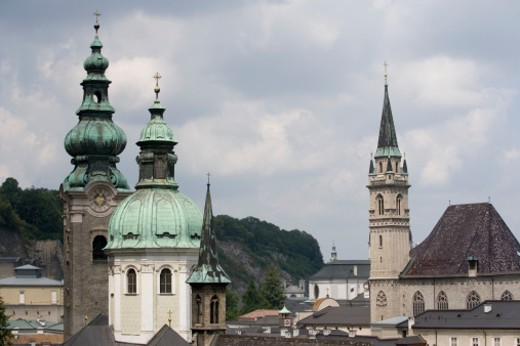 Stock Photo: 1598R-9957230 Austria, Salzburg, Franziskanerkirche and Kollegienkirche
