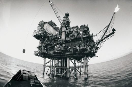 Stock Photo: 1598R-9958560 Off-shore oil rig