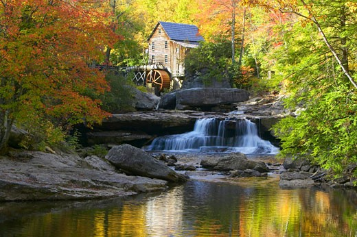 'Glade Creek Grist Mil and autumn reflections and water fall in Babcock State Park, WV' : Stock Photo
