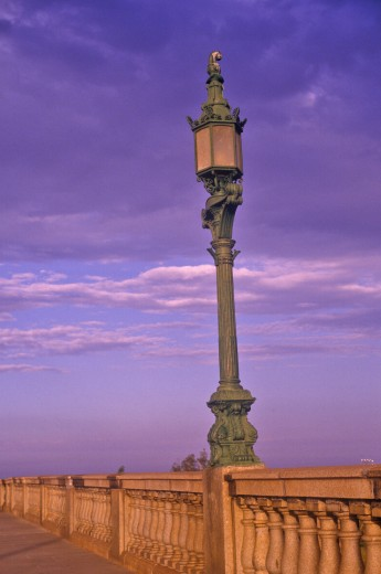 'Lamps on London Bridge at Lake Havasu, AZ at sunrise' : Stock Photo