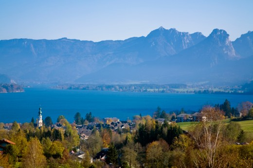 St. Wolfgang is a market town in the Salzkammergut region of Upper Austria, named after Saint Wolfgang of Regensburg. Situated on the northern shore of the Wolfgangsee at the foot of the Schafberg mountain. : Stock Photo