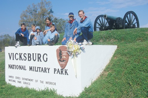 Family on sign on green grass at entrance of Vicksburg National Military Park, MS : Stock Photo
