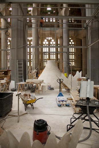 Interior view of construction of Sagrada Familia Holy Family Church by architect Antoni Gaudi, Barcelona, Spain begun in 1882 and continuing to be built into the 21st Century : Stock Photo