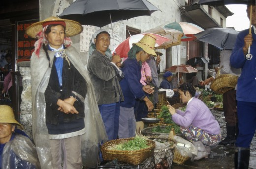 Stock Photo: 1599-14582 Buying vegetables in the rain at Bei People's Marketplace in Dali, Yunnan Province, People's Republic of China