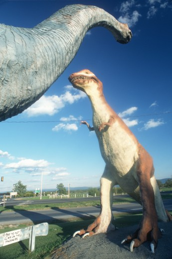 Life sized dinosaurs for roadside attraction in West Virginia : Stock Photo