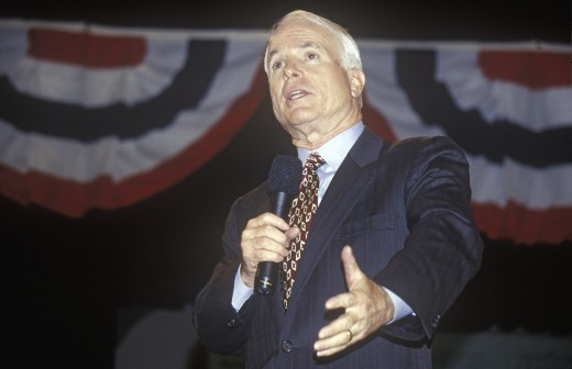 Senator John McCain speaking at Presidential Youth Forum at Anselm College, NH, January 2000 : Stock Photo