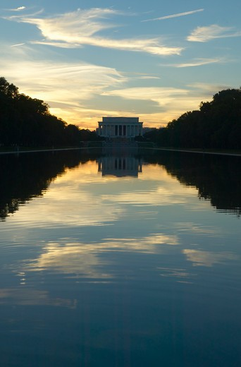 The Lincoln Memorial at Sunset and reflecting pool in Washington D.C. : Stock Photo