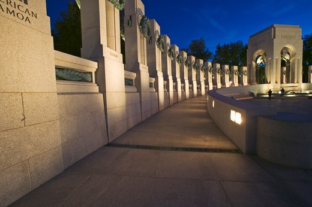 U.S. World War II Memorial commemorating World War II in Washington D.C. at dusk : Stock Photo