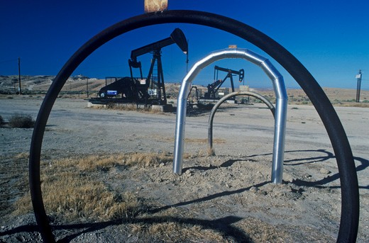 Stock Photo: 1599-8375 Oil well at Taft in the Central Valley, CA
