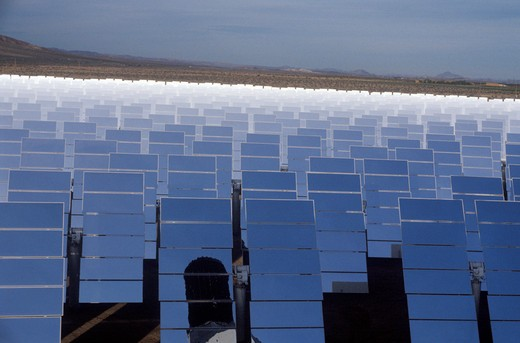 Stock Photo: 1599-8415 Solar One panels at South California Edison Plant in Barstow, CA