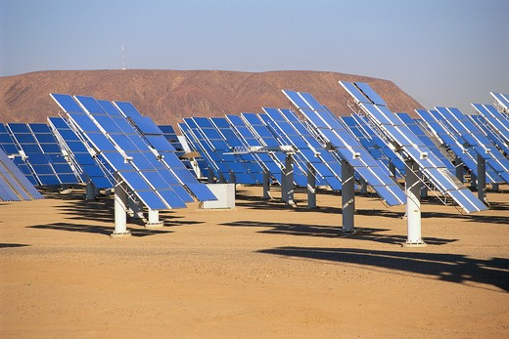 Stock Photo: 1599R-16196 Solar panels at solar energy plant