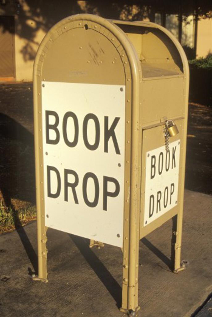 Stock Photo: 1599R-18389 A book drop for the Santa Clara County Library, CA