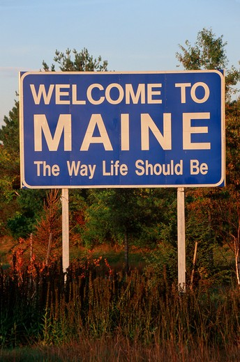 Stock Photo: 1599R-18856 Welcome to Maine Sign