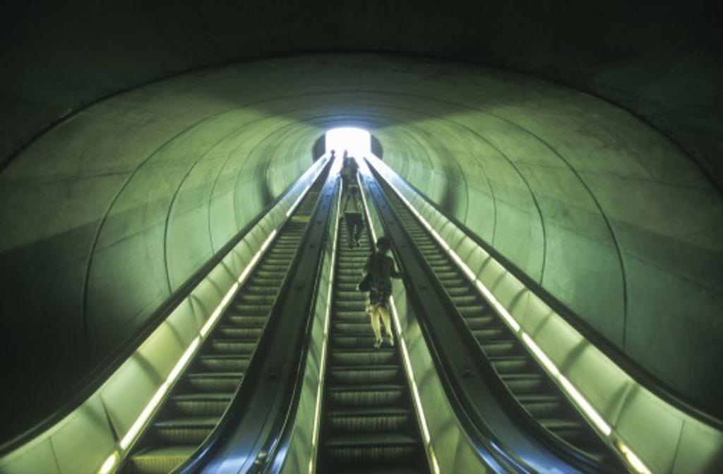 Stock Photo: 1599R-19975 Escalators to commuter train, Washington D.C.