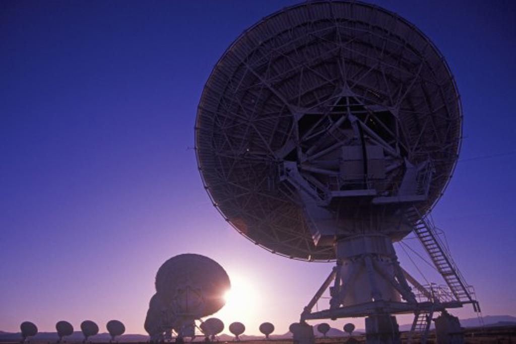 Stock Photo: 1599R-22144 Radio telescope dishes at National Radio Astronomy Observatory in Socorro, NM