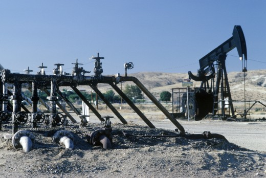 Stock Photo: 1599R-22191 Oil well at Taft, CA