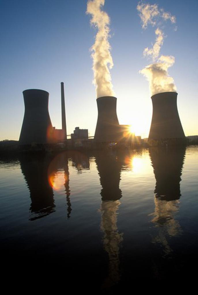 Stock Photo: 1599R-22217 Coal-fired John Amos Power Plant on Kanoa River, WV