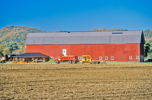 Red barn and farm along scenic highway, U.S. Route 7, Connecticut : Stock Photo