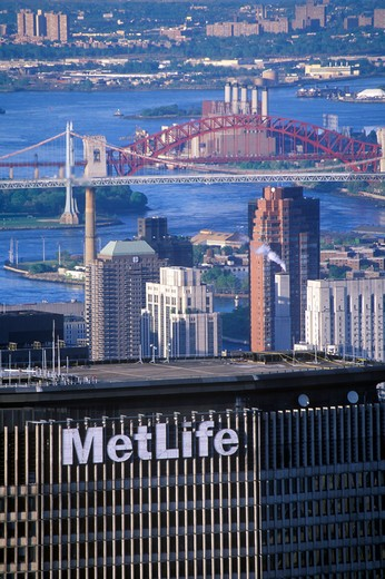 Manhattan skyline featuring the Met Life Building, New York City, NY : Stock Photo
