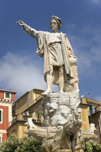 Statue of Christopher Columbus in town center pointing west in village of Santa Margarita, the Italian Riviera, Italy, Europe : Stock Photo