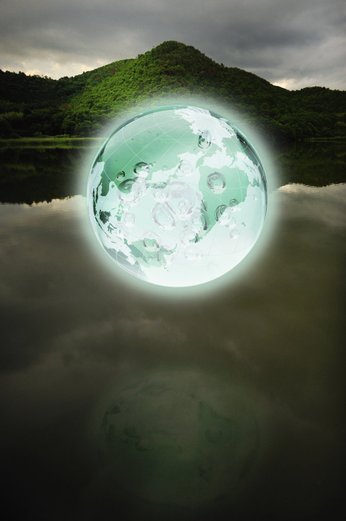 Stock Photo: 160-1833 Glowing Earth over lake