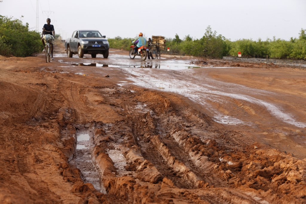 Sngal, Road in Casamance : Stock Photo