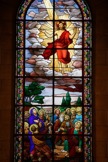 France, Saint-Ouen, Stained glass in Notre Dame du Rosaire catholic church: Jesus's Ascension : Stock Photo