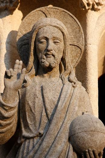 France, Quimper, Saint-Corentin cathedral, Quimper Western gate sculpture Christ risen holding the world : Stock Photo