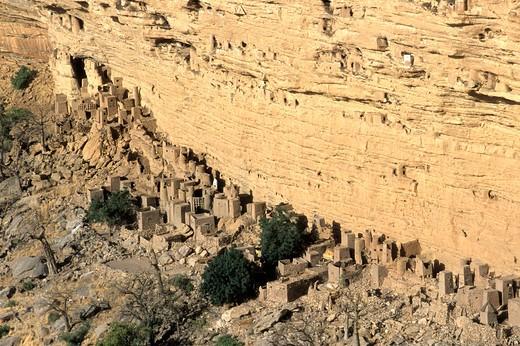 Stock Photo: 1606-101686 West Africa, Mali, Bandiagara area, Dogon country, Bandiagara cliff (Unesco world heritage)