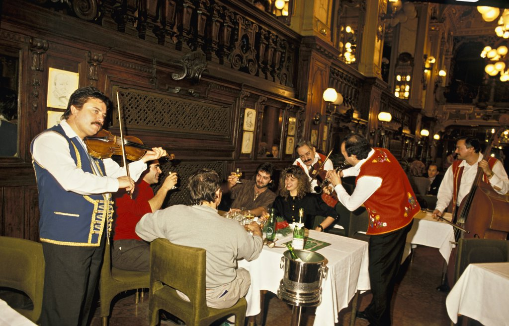 Stock Photo: 1606-102204 Hungary, Budapest, Gypsy party in New York coffee