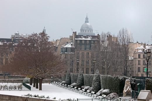 Stock Photo: 1606-104612 France, Paris in winter, Ile de la Cit, Square de l'Ile de France